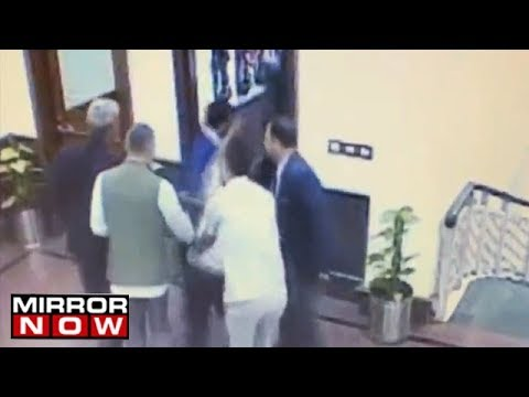 Delhi Chief Minister Arvind Kejriwal attacked with chilli powder |  WATCH!