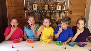Learn English Colors! Sweet Rainbow Frosting with Sign Post Kids!