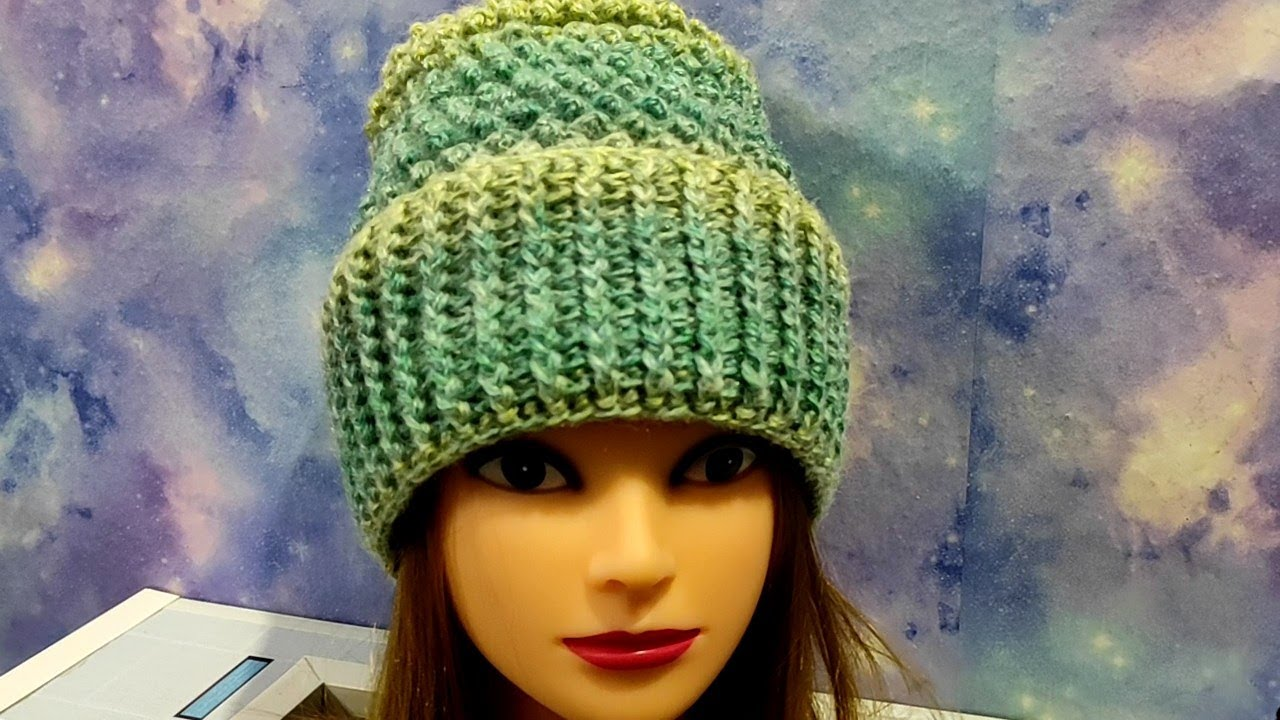 Шапочка с отворотом крючком. Теплый комплект шапочка+шарфик+варежки. М.К. для начинающих.