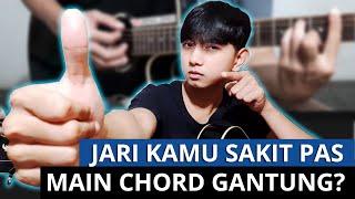 Gitaris Cewe ini Menemukan Cara Instan Kapalan Tangan dalam bermain Gitar Akustik !!.