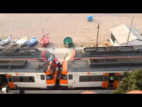 Two trains in Sant Pol de Mar Rodalies de Catalunya R1 (464, 447)