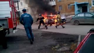 Горит машина в Кемерово(, 2016-10-13T03:08:48.000Z)