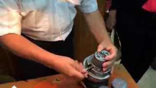 Artesano grabador en plata mexicana
