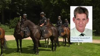 G20: Berliner Polizisten vertreiben die Langeweile mit Sex am Zaun und wilden Parties