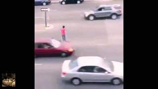 вот как надо переходить дорогу, жесткие приколы