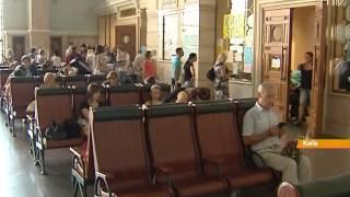 Киев принимает беженцев: Как волонтеры помогают переселенцам найти работу и жилье(Все главные новости мира и Украины здесь: http://fakty.ictv.ua/ua Подписывайтесь на канал: http://www.youtube.com/channel/UCG26bSkEjJc7SqGsxo..., 2014-08-14T14:44:29.000Z)