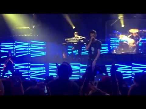 Tim McGraw and Chris Janson Sing