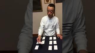 トランプの神経衰弱の要領で、絵カードをあわせるゲームです。