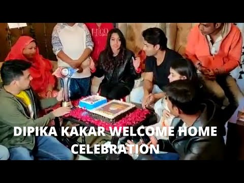 Dipika Kakar gets Emotional while Cutting Bigg Boss 12 Winner Cake