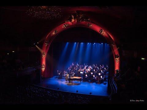 LAISSE MOI TAIMER JRenard Simon Fache Déconcerto pour 31 pianistes