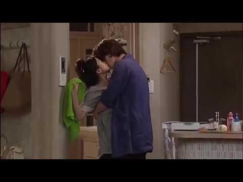 Romantic kiss scene - ft. Sans main teri sans milli