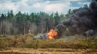 Авиакатастрофа в Дубровичах . Авария вертолёта на авиашоу. 災害(Авиакатастрофа с одним из вертолетов пилотажной группы «Беркуты» – Ми-28H. Трагедия произошла сегодня на..., 2015-08-02T22:18:08.000Z)