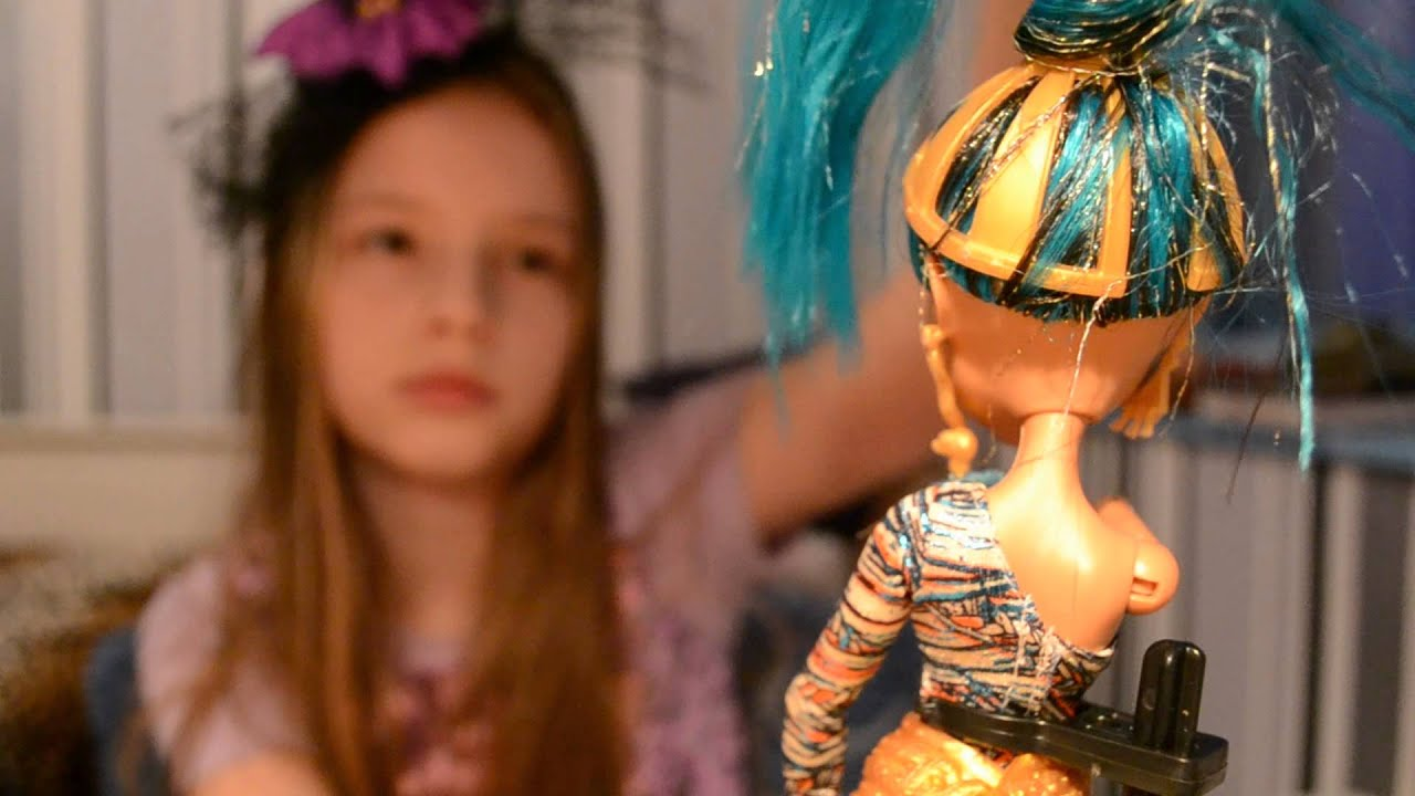 Видео обзор Клео Де Нил День Фотографии Кукла Монстер Хай - YouTube