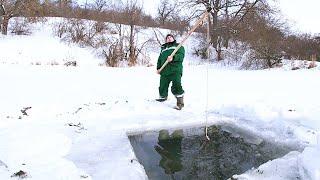 Не зря туда шли Рыбалка на паук подъемник Ловля живца на пруду зимой