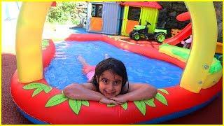 Bahçe'de Kaydıraklı Şişme Havuz Keyfi, Rüya Suya Dalmayı Çok Seviyor l Eğlenceli Çocuk Videosu