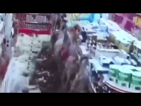 CCTV shows moment earthquake hits Iran-Iraq border