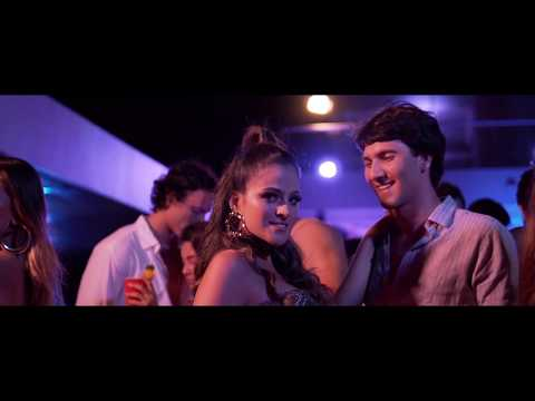 Martini - Me Besas (Official Video)