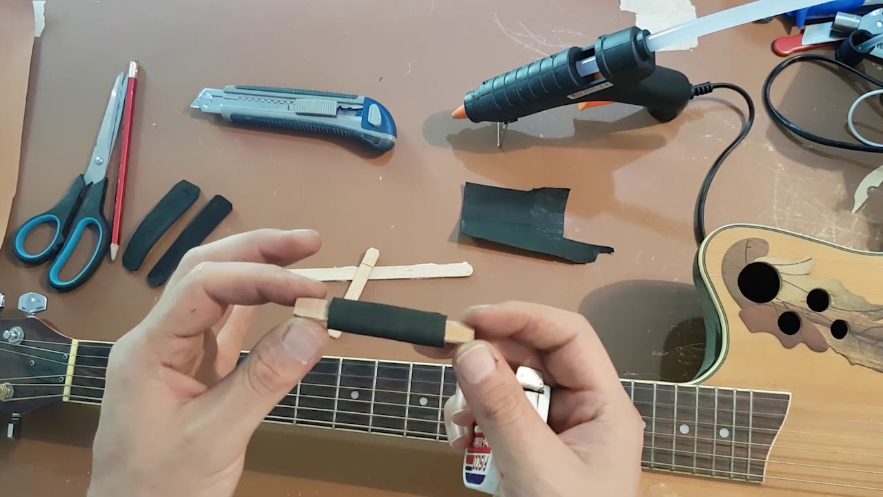 how to make a capo for your guitar diy cheap homemade capo youtube. Black Bedroom Furniture Sets. Home Design Ideas