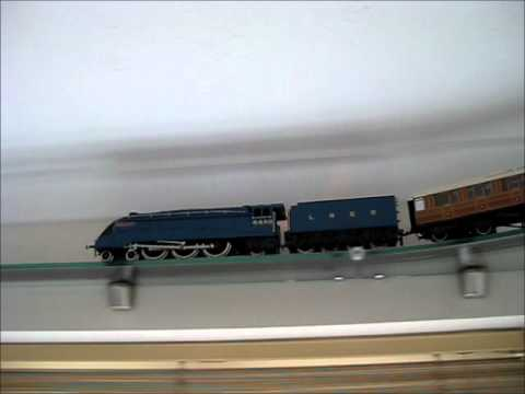 Tinkers Hill Electric O Gauge Glass Shelf Ceiling Railway