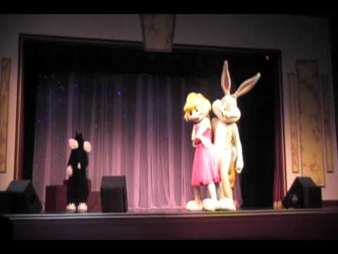 Bugs Bunny & Lola Bunny Hips Dont Lie FT 2010