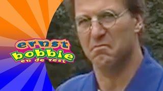 Ernst en Bobbie - Domme vraag Bobbie