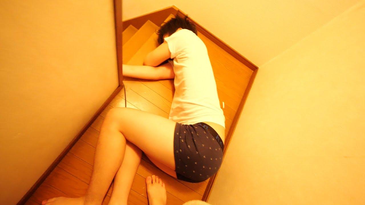 弟がウイルスかかって階段で倒れてました