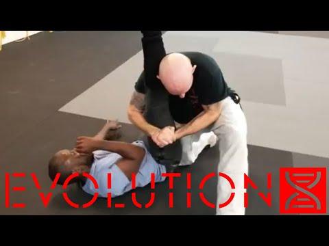 Kempo-Jujitsu Leg Trap Takedown To Kneebar