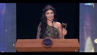 الفنانة كارولين عزمى تتسلم جائزة أفضل  بحفل ممثلة مساعدة الأفضل 2019