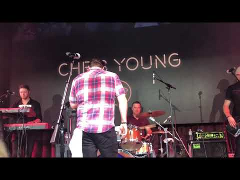 Tess Connell - Chris Young and Lauren Alaina Surprise With a New Duet