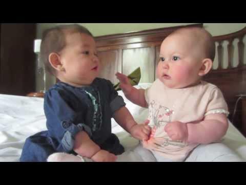 Дети разговаривают на своем :) Милота одним словом