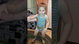 Реакция трехлетнего пацана на клип Little Big - Big Dig