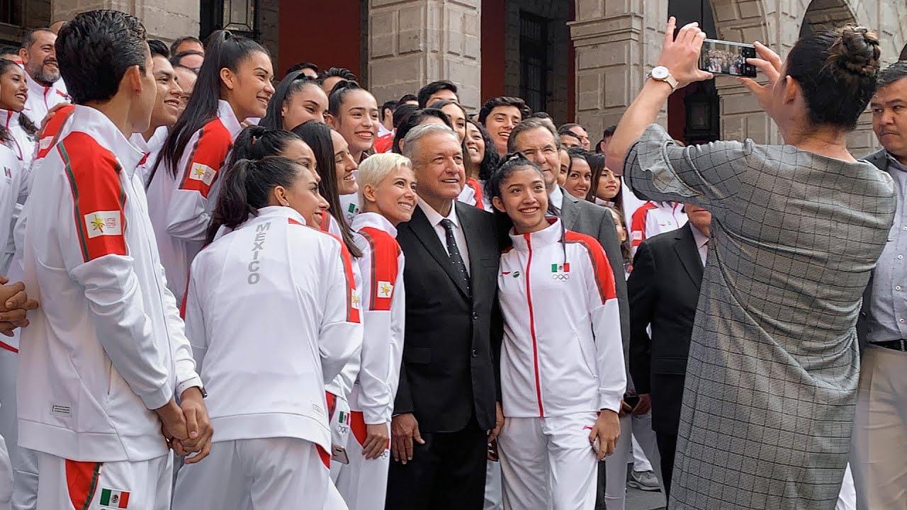 Resultado de imagen para fotos abanderamiento AMLO delegación panamericanos de lima 2019