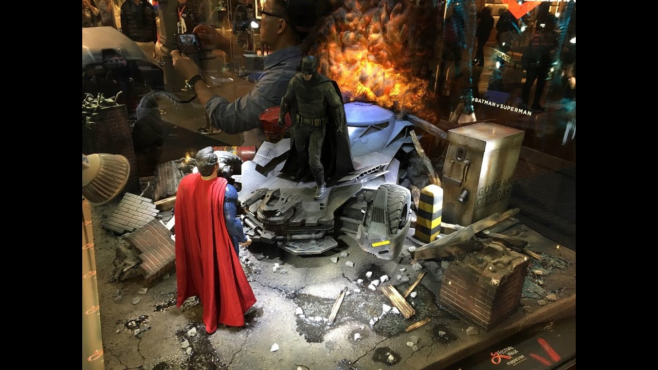 BvS Dioramas by Hot Toys on display at Festival Walk in HK