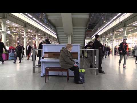 """Play me, I'm Free: """"Street Pianos"""" at St Pancras station"""