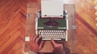 Olympia traveller de Luxe - Green Typewriter - VidalandYou