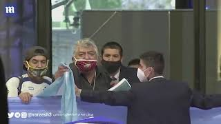 Fans in Argentina moขrn death of Diego Maradona