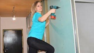 Девушка на Стройке Гардеробная под Лестницей Автоматический Заработок Робот