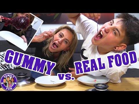 Download Youtube: GUMMY VS. REAL FOOD CHALLENGE | ESSEN WIR WÜRMER? | FAMILY FUN