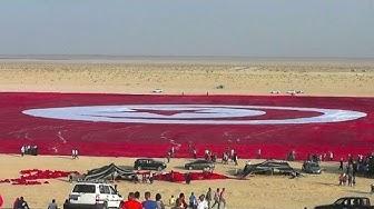 Tunesien entrollt größte Fahne der Welt