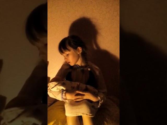 Изображение предпросмотра прочтения – АннаМанзуркина читает произведение «Колыбельная» (Русский фольклор )