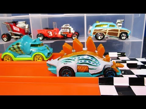 2018 HOT WHEELS CHARACTER CARS JURASSIC WORLD #3 TRICERATOPS TRUCK HOTWHEELS
