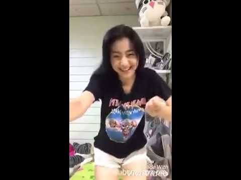 Video Cewe Cantik Joget Lucu Banget Part 1