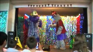 CheeseVention X - Chuck E. and Munch perform Larger Than Life