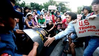 Philippine police van rams anti-US protesters HD