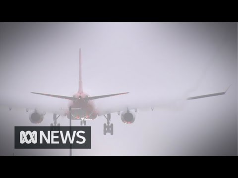 Why planes can only land at two Australian airports in thick fog