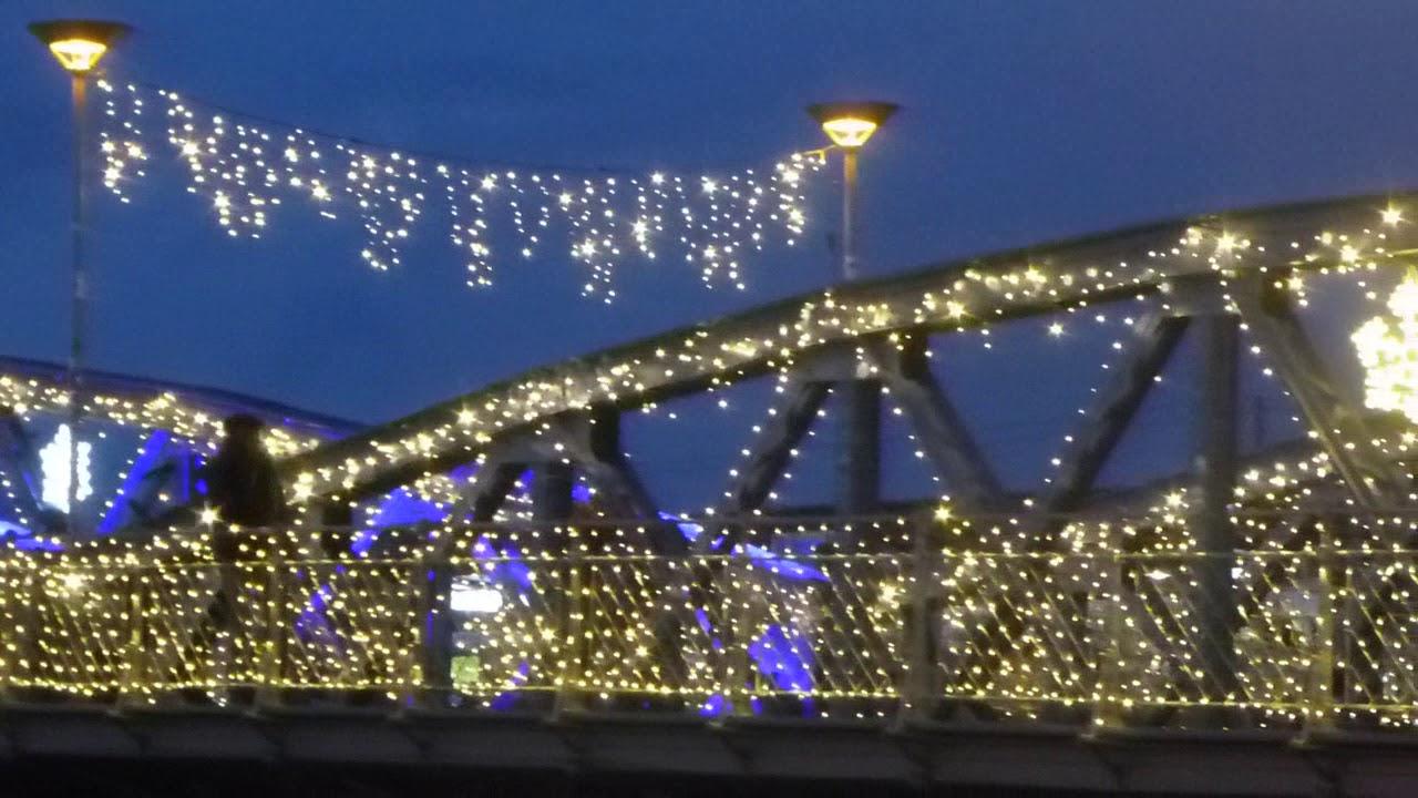 Blaue Weihnachtsbeleuchtung.Blaue Brücke Freiburg In Weihnachtsbeleuchtung