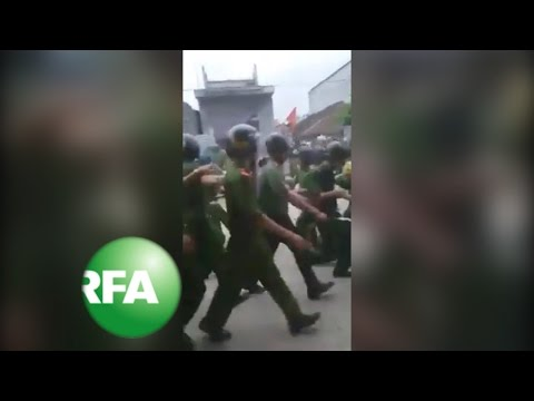 Vietnam Villagers Hold About 20 Police in Land Dispute | Radio Free Asia (RFA)