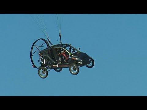 Француз пролетел над Ла-Маншем на гибриде багги с мотопарапланом (новости)