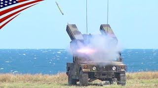 スティンガーミサイルを発射するアベンジャー防空システム