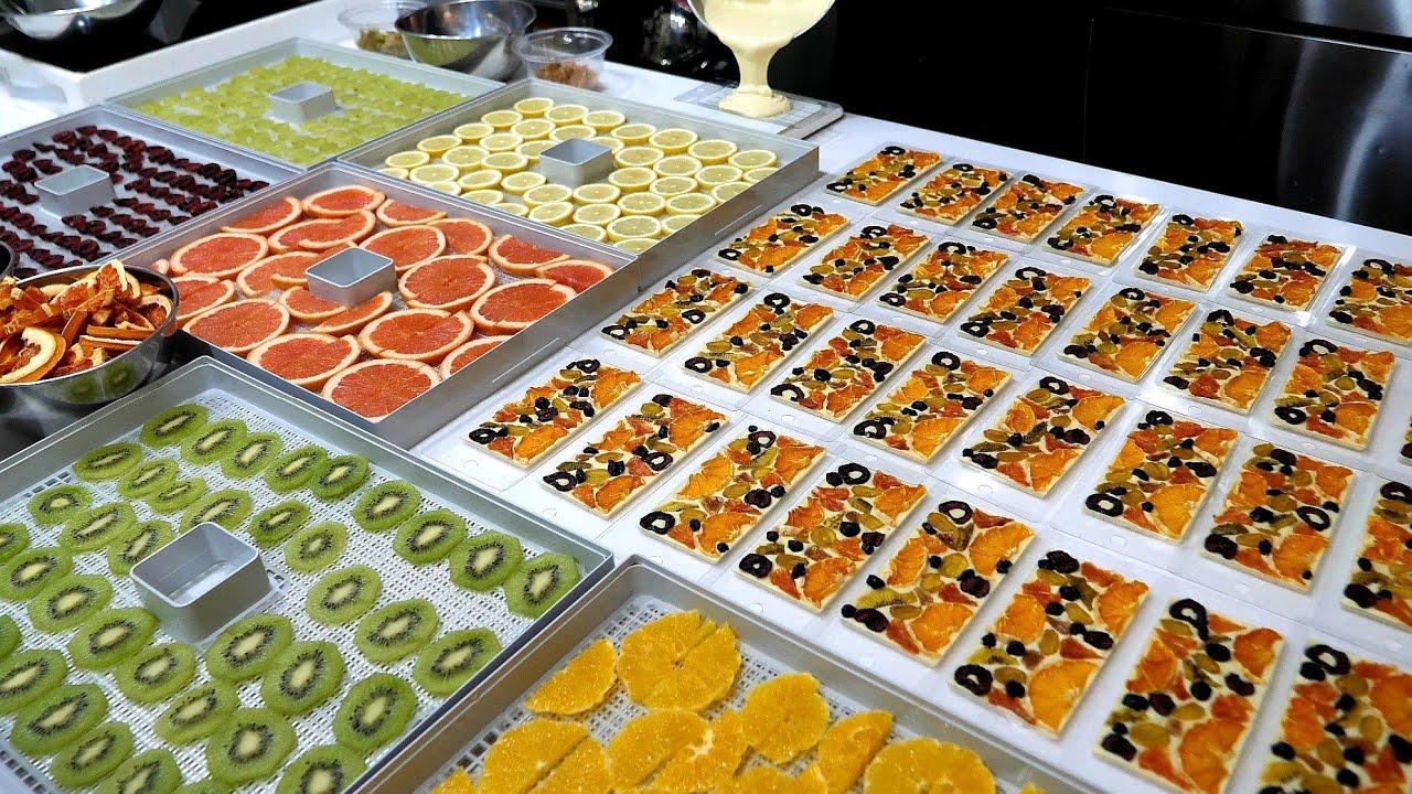 초콜릿에 신선한 과일이 듬뿍!? 주문 폭주! 새콤달콤 수제 바크 초콜릿 후르츠 바 Making fresh fruit chocolate bar - Korean street food